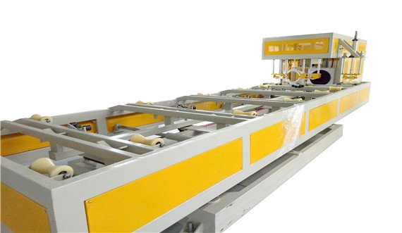 Plastic belling machine