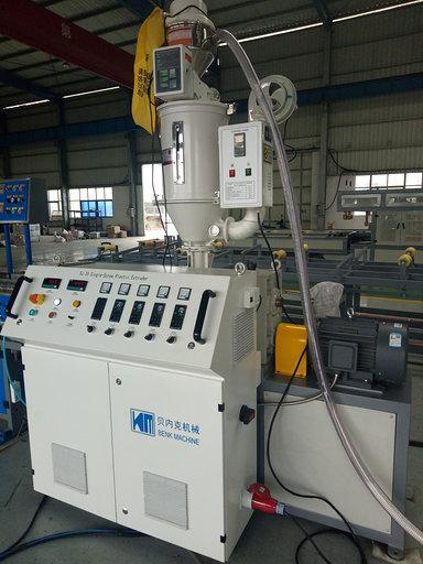 Single screw extruder for single wall corrugated pipe