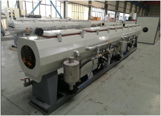 Vacuum tank for HDPE pipe extrusion machine