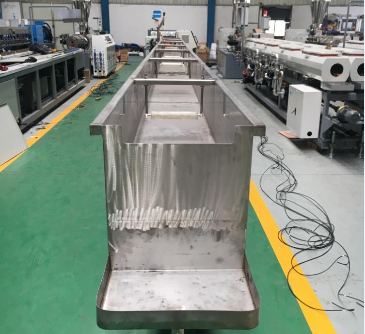 Cooling tank for PS photo frame making machine