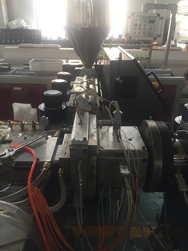 Co-extruder extruder WPC co-extrusion line