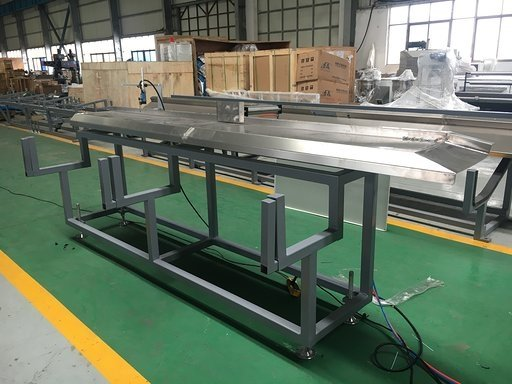 Stacking unit for PS photo frame extrusion line with stainless steel surface